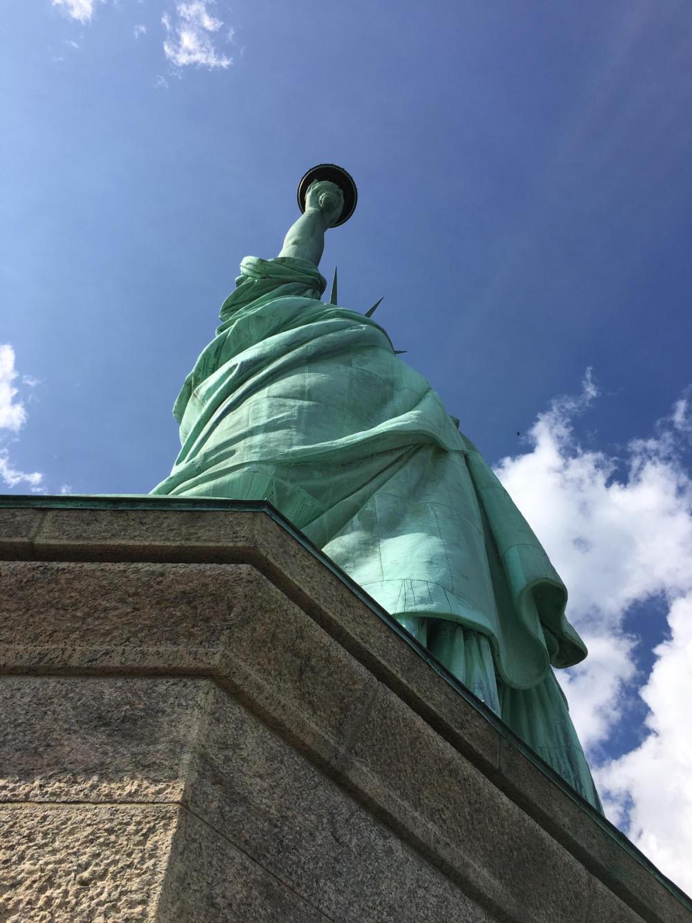 Di bawah ketek Liberty.
