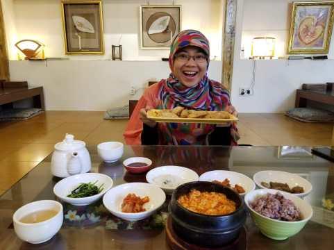 """Makan siang dengan Sundubu Jjigae dan Mandu di """"Osegye Hyang"""""""